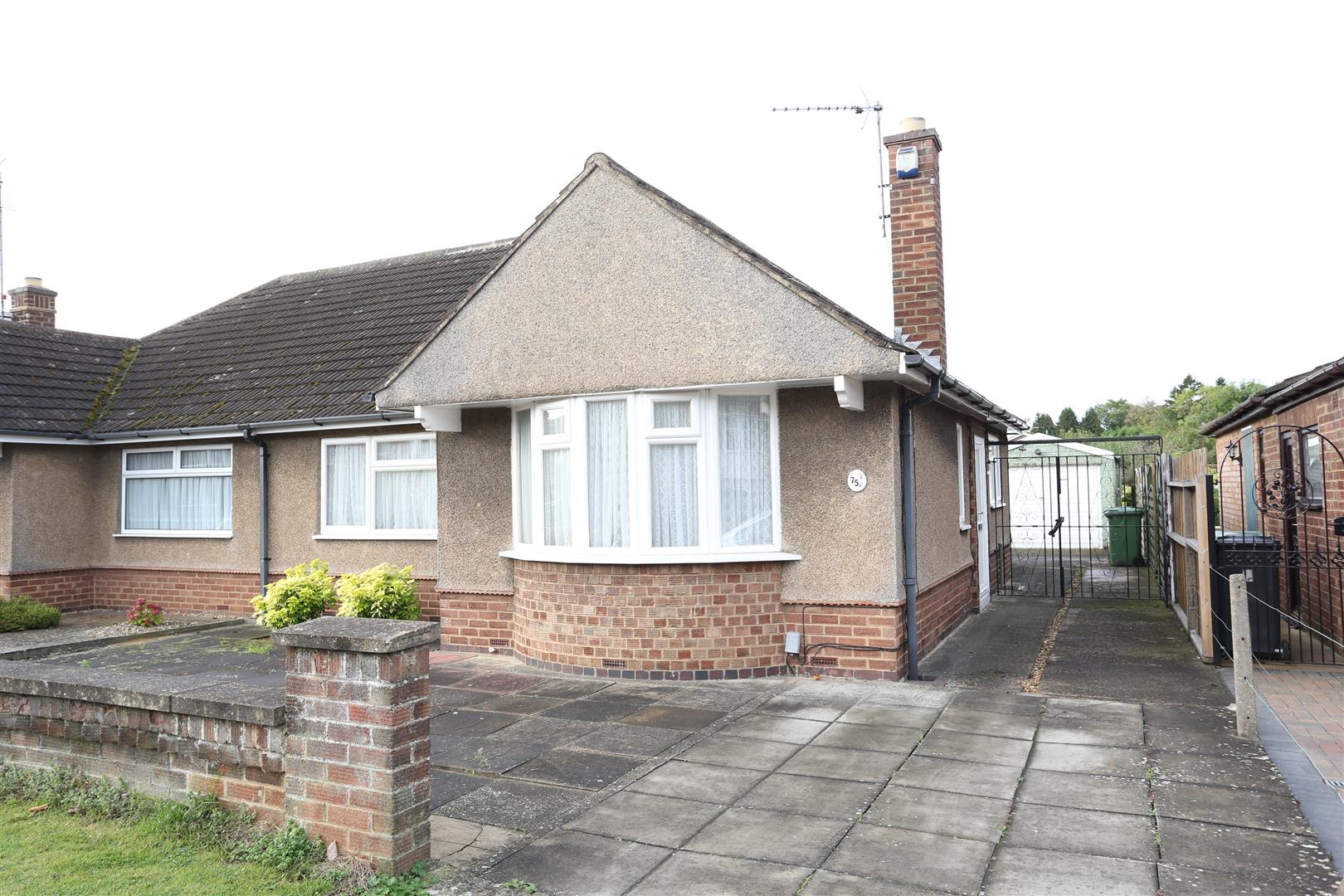 2 Bedrooms Semi Detached Bungalow for sale in The Pyghtle, Wellingborough